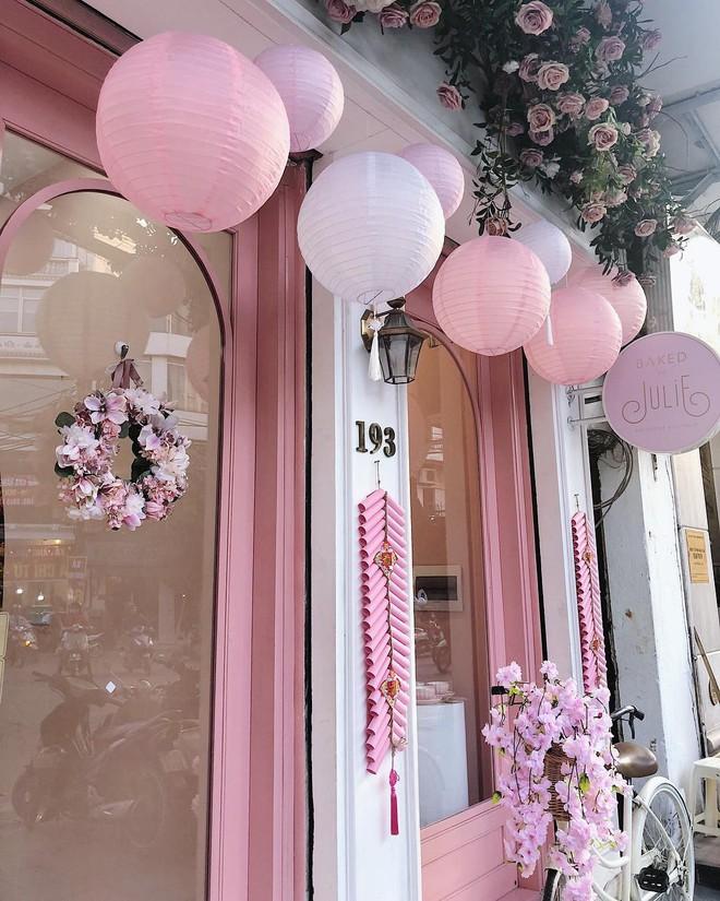 Vô vàn quán xinh màu hồng ở Việt Nam nhưng Ngọc Trinh lại đặc biệt ưa thích tiệm bánh này, còn ghé 2 lần dù cách xa… 1500 km - ảnh 6
