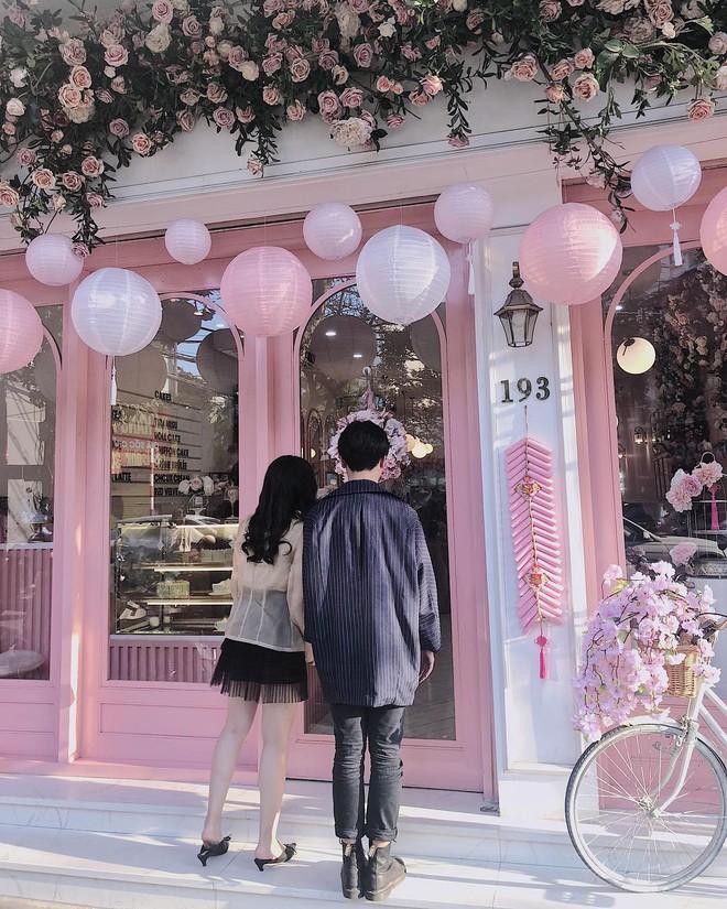 Vô vàn quán xinh màu hồng ở Việt Nam nhưng Ngọc Trinh lại đặc biệt ưa thích tiệm bánh này, còn ghé 2 lần dù cách xa… 1500 km - ảnh 14