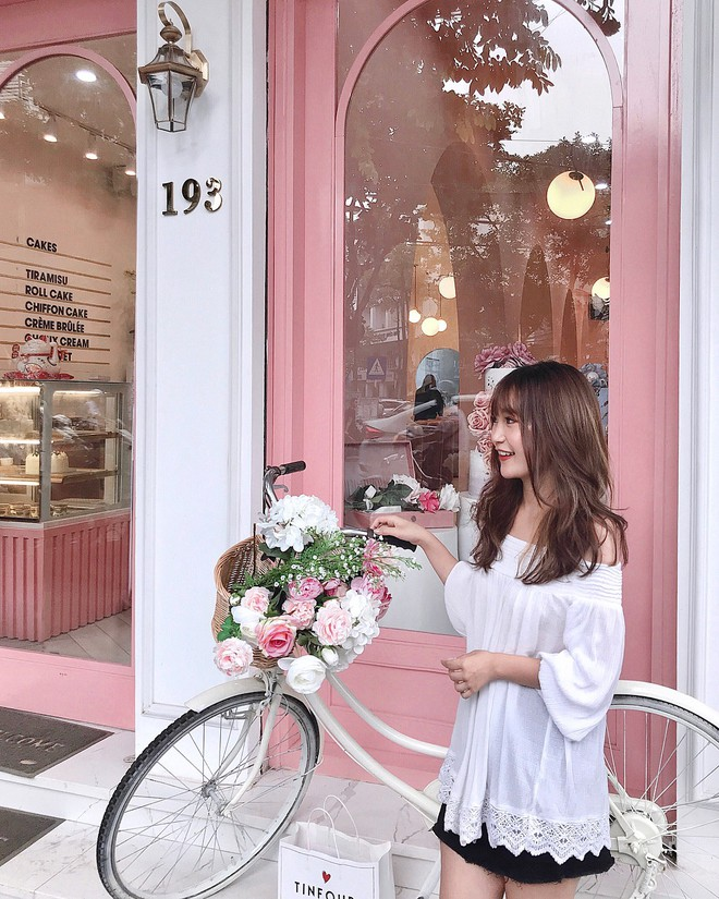 Vô vàn quán xinh màu hồng ở Việt Nam nhưng Ngọc Trinh lại đặc biệt ưa thích tiệm bánh này, còn ghé 2 lần dù cách xa… 1500 km - ảnh 13