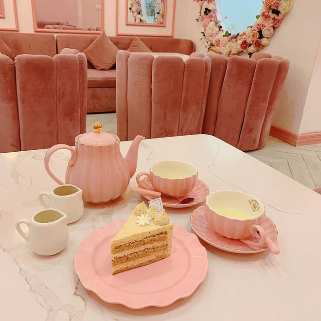 Vô vàn quán xinh màu hồng ở Việt Nam nhưng Ngọc Trinh lại đặc biệt ưa thích tiệm bánh này, còn ghé 2 lần dù cách xa… 1500 km - ảnh 8