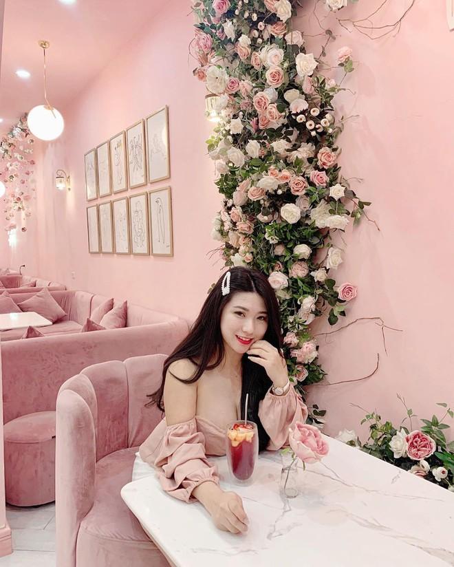 Vô vàn quán xinh màu hồng ở Việt Nam nhưng Ngọc Trinh lại đặc biệt ưa thích tiệm bánh này, còn ghé 2 lần dù cách xa… 1500 km - ảnh 11