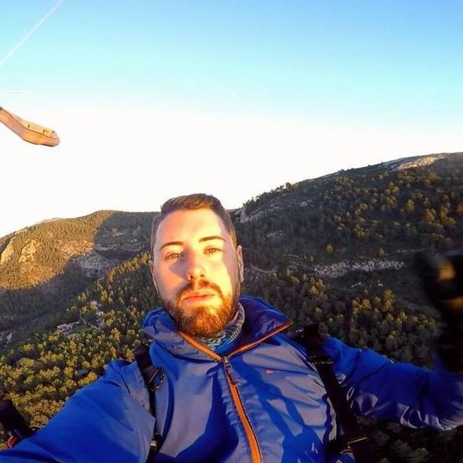 Nhảy xuống từ ống khói nhà máy cao 50 m, nam YouTuber thiệt mạng trong lúc quay hình vì dù không bung mở - ảnh 2