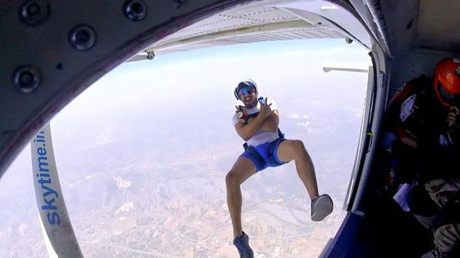 Nhảy xuống từ ống khói nhà máy cao 50 m, nam YouTuber thiệt mạng trong lúc quay hình vì dù không bung mở - ảnh 4