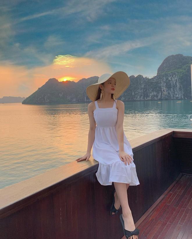 Du lịch tréo ngoe như Linh Ka: Ở du thuyền cực sang nhưng cả chuyến đi đăng ảnh mặc... đúng 1 chiếc áo - ảnh 10