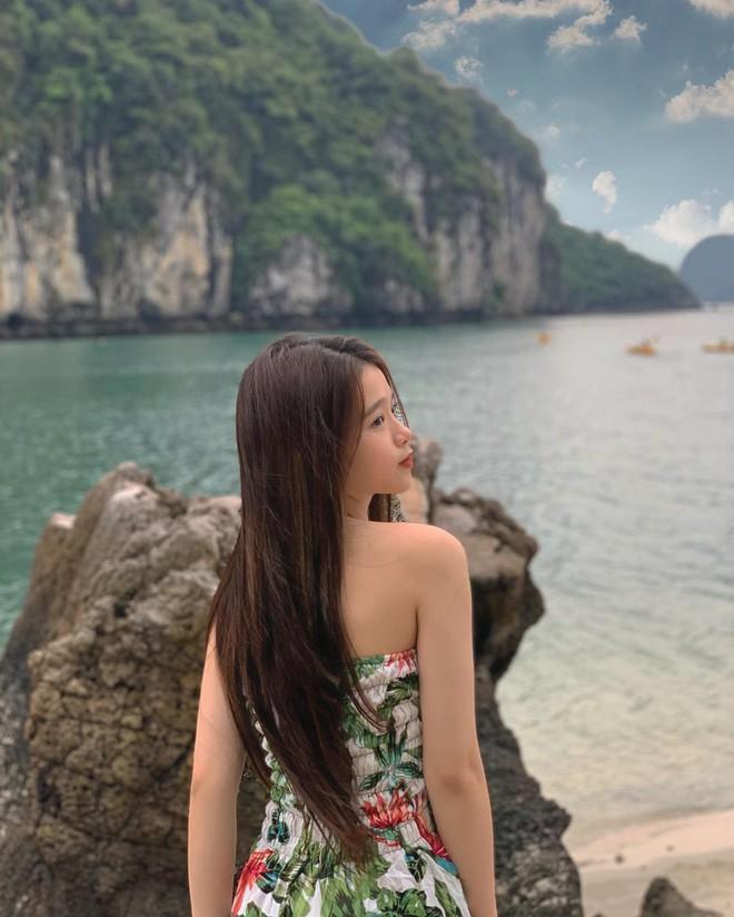 Du lịch tréo ngoe như Linh Ka: Ở du thuyền cực sang nhưng cả chuyến đi đăng ảnh mặc... đúng 1 chiếc áo - ảnh 9