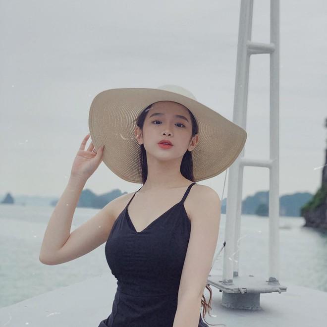 Du lịch tréo ngoe như Linh Ka: Ở du thuyền cực sang nhưng cả chuyến đi đăng ảnh mặc... đúng 1 chiếc áo - ảnh 8