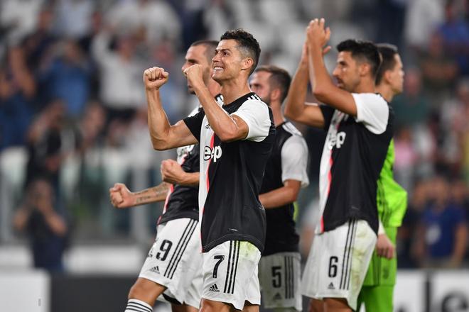 Hot xình xịch như Ronaldo: Chỉ đăng video tập 6 múi sương sương cũng khiến đồng nghiệp cùng fan hâm mộ phải trầm trồ thán phục - Ảnh 3.