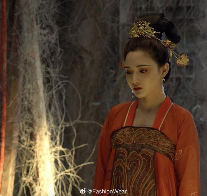 Gà cưng của Phạm Băng Băng - Bành Tiểu Nhiễm được khen vì màn hoá thân Yêu Miêu không thua đàn chị! - Ảnh 1.