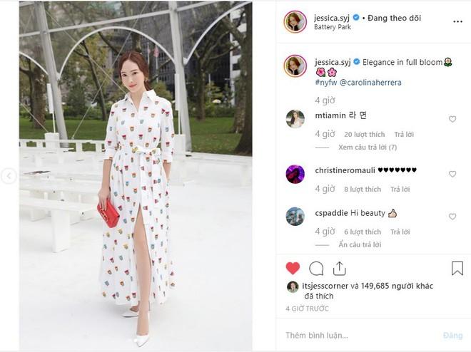 Dự NYFW: Jessica đẹp thanh nhã, chân dài miên man trong ảnh tự đăng nhưng ảnh phóng viên quốc tế chụp lại quá khác - ảnh 3