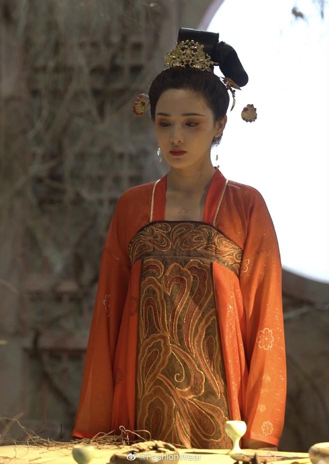 Gà cưng của Phạm Băng Băng - Bành Tiểu Nhiễm được khen vì màn hoá thân Yêu Miêu không thua đàn chị! - Ảnh 2.