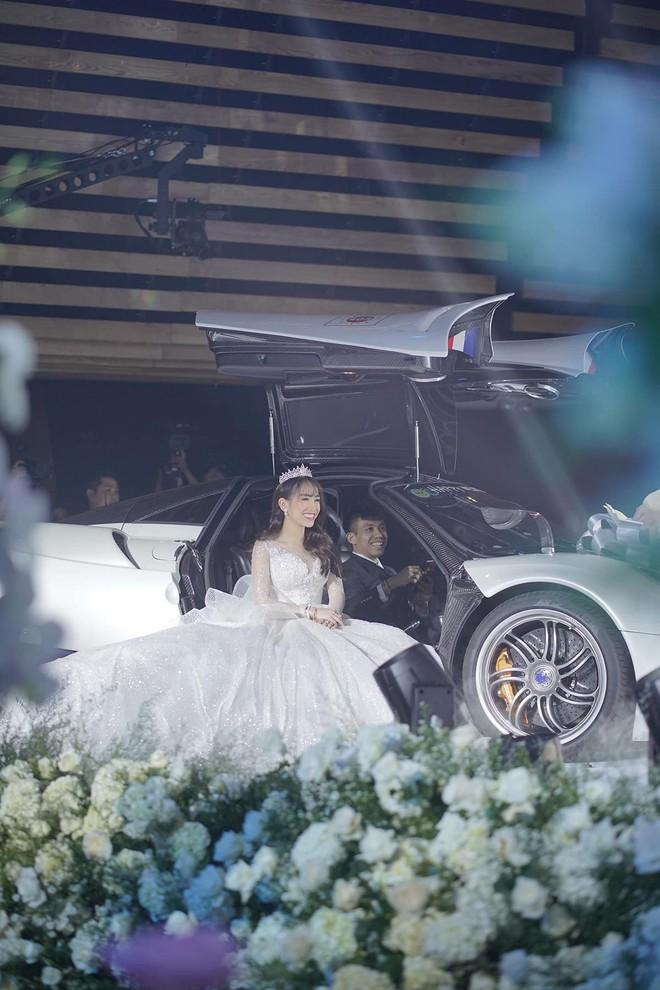 Tất tật drama của Mina Phạm sau đám cưới con gái Minh Nhựa: Tưởng vợ 2 chỉ là nhân vật phụ mà chiếm sóng còn hơn cả cô dâu! - ảnh 1