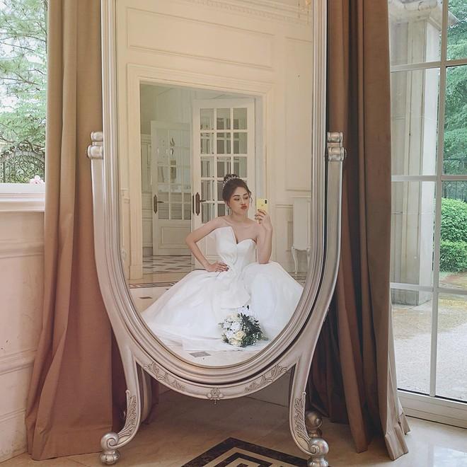 Phương Nga đăng ảnh diện váy cưới xinh ngút ngàn, khiến fan rần rần hối thúc chuyện cưới xin với Bình An - ảnh 1