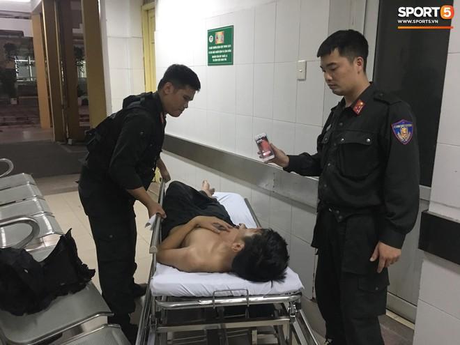 Sau fan nữ trúng pháo, một cảnh sát cơ động nhập viện vì xô xát ở khu vực khán đài CĐV Nam Định - ảnh 2