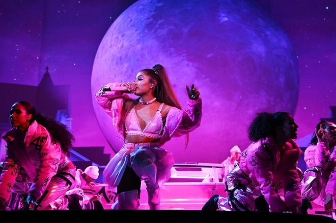Chuyện hủy show: Taylor Swift diễn 10 năm hủy đúng 1 show, Ariana Grande chưa phải là Nữ hoàng hủy show thực sự! - ảnh 9