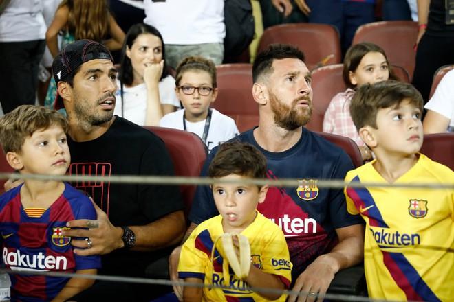 Đáng yêu hết nấc hinh ảnh các thiên thần nhỏ của Ronaldo ăn mừng khi cha ghi bàn, khoảnh khắc hẳn sẽ khiến Messi phải chạnh lòng - ảnh 3