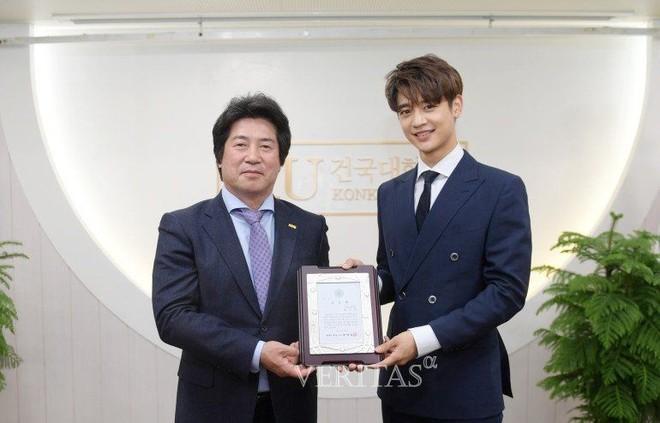 Trường đại học hot hit xứ Hàn hội tụ toàn idol, diễn viên hạng A: Mỹ nam BTS quá đỉnh, Lee Min Ho và Changmin cùng ngành - ảnh 3