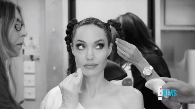 Xem Angelina Jolie biến hình thành Maleficent ai cũng trầm trồ: Nhan sắc bà mẹ 6 con quá đỉnh, chị mọc sừng mà vẫn đẹp? - Ảnh 4.