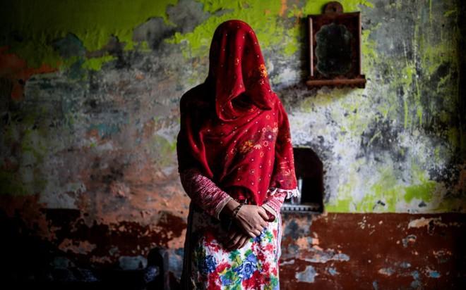 Phụ nữ Ấn Độ phải chịu cảnh ăn nằm với anh em của chồng, đẻ con không biết ai là bố đứa trẻ bởi chế độ đa phu cổ hủ - ảnh 1