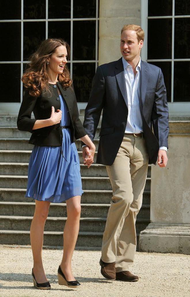 """Công nương Kate đi đôi giày mà Nữ hoàng Anh """"ghét cay ghét đắng"""" nhưng vẫn được dân tình bênh vực vì chăm tiết kiệm - ảnh 9"""
