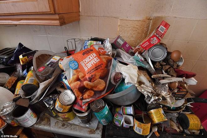 Cho bà mẹ 4 con thuê nhà trong 5 năm, chủ trọ buồn nôn khi nhìn thấy rác chất thành núi trong nhà, còn tốn hàng chục triệu để khắc phục - ảnh 6