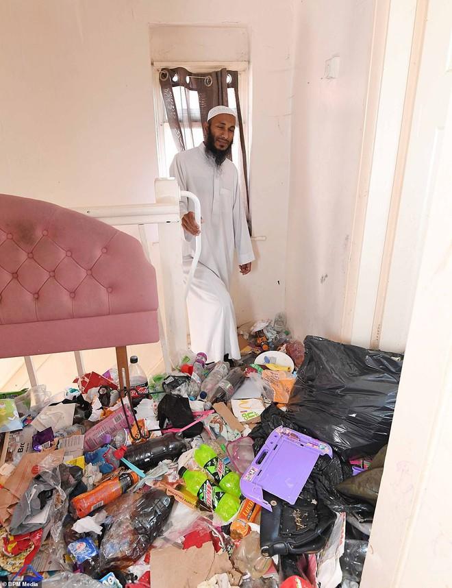 Cho bà mẹ 4 con thuê nhà trong 5 năm, chủ trọ buồn nôn khi nhìn thấy rác chất thành núi trong nhà, còn tốn hàng chục triệu để khắc phục - ảnh 5