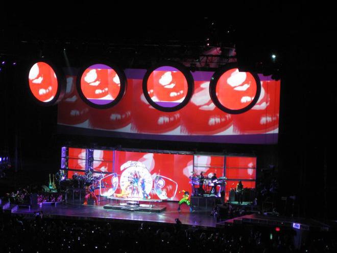Fan xem mà fan tức á: Rihanna đầu tư mạnh tay cho show diễn thời trang gấp cả chục lần cho concert ca nhạc - ảnh 6