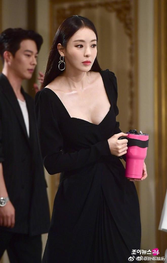 Body mỹ nữ xứ Hàn Lee Da Hee bật top No.1 Weibo: Tỷ lệ cơ thể hoàn mỹ từng cm, ảnh hậu trường đẹp đến nghẹt thở - Ảnh 9.