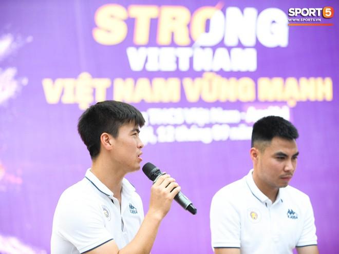 Quang Hải, Tiến Dũng đeo mặt nạ Trung thu, cầm đèn ông sao giao lưu cùng học sinh cấp 2 - ảnh 12