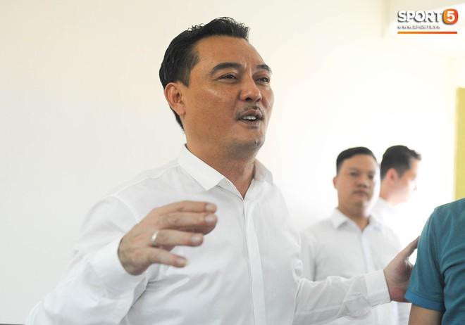 Lãnh đạo CLB Hà Nội: Đóng sân thì dễ, mở sân cho CĐV chân chính xem bóng đá mới khó - ảnh 1