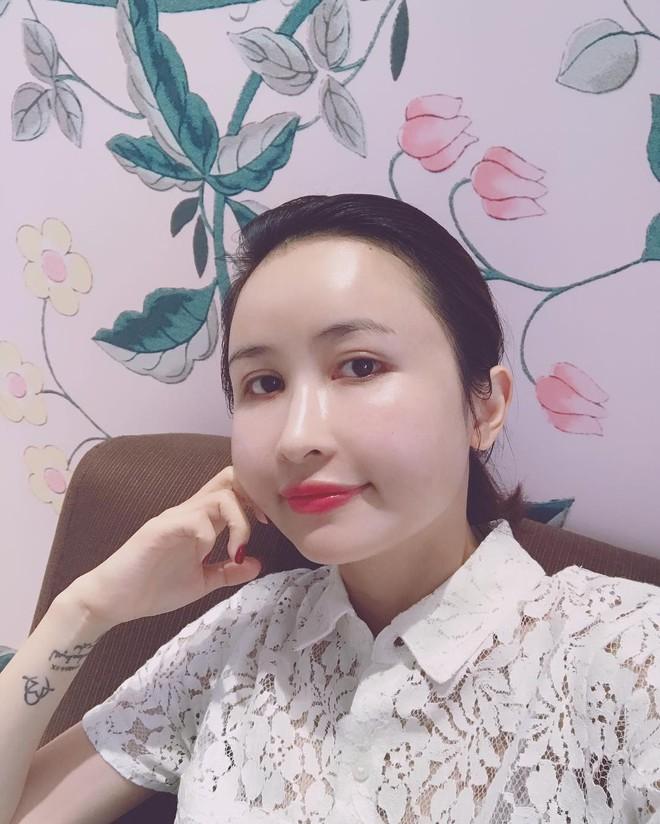 Soi điểm lạ trên gương mặt Mina Phạm khiến dân tình đồn đoán vợ 2 đại gia Minh Nhựa đã trải qua không ít cuộc dao kéo - ảnh 8