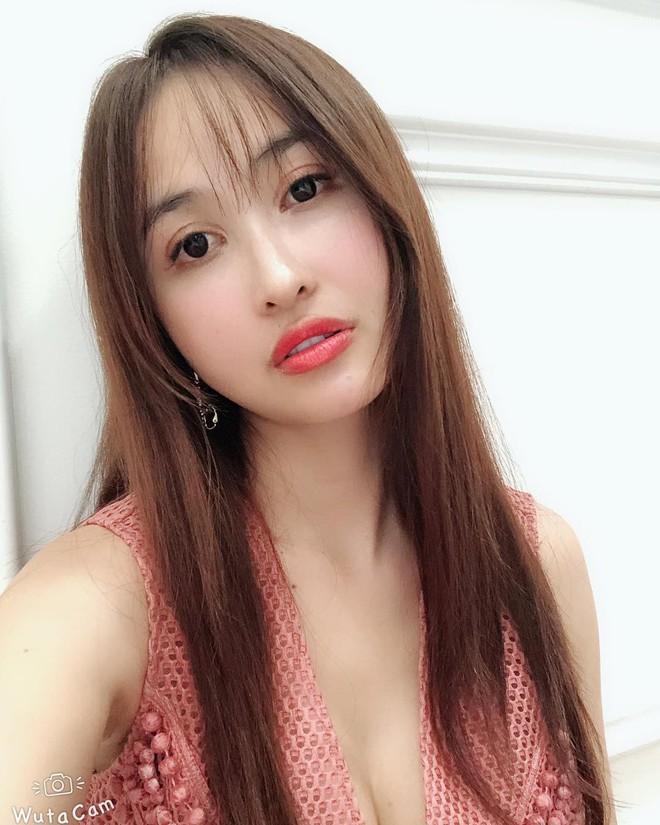 Soi điểm lạ trên gương mặt Mina Phạm khiến dân tình đồn đoán vợ 2 đại gia Minh Nhựa đã trải qua không ít cuộc dao kéo - ảnh 2