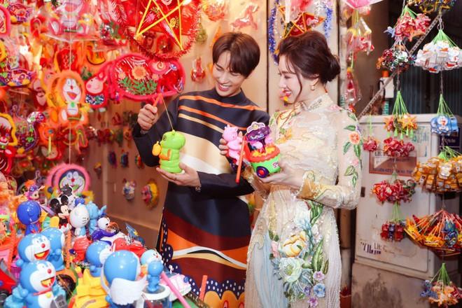 Không phải Trấn Thành, Hari Won bất ngờ tình tứ bên mỹ nam nhóm nhạc Kpop đình đám một thời trong bộ ảnh Trung Thu - ảnh 4