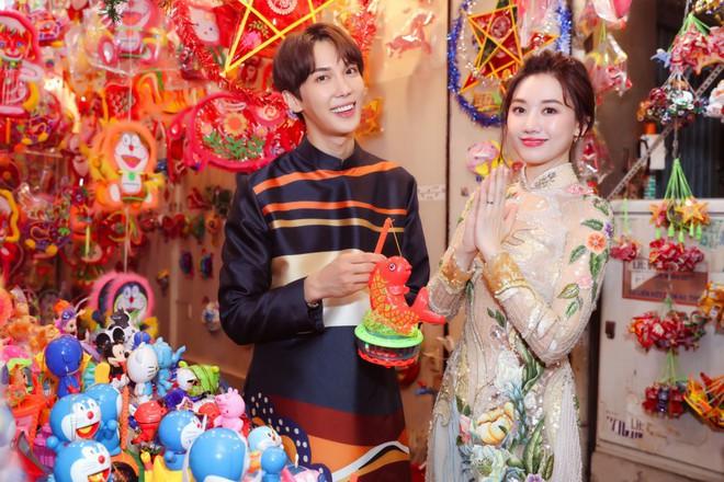 Không phải Trấn Thành, Hari Won bất ngờ tình tứ bên mỹ nam nhóm nhạc Kpop đình đám một thời trong bộ ảnh Trung Thu - ảnh 5