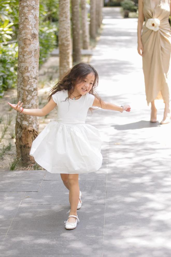 Tan chảy vì ảnh đời thường của con gái 4 tuổi Hoa hậu Hà Kiều Anh: Ngày càng xinh, dự sẽ thành tiểu mỹ nhân Vbiz - ảnh 5