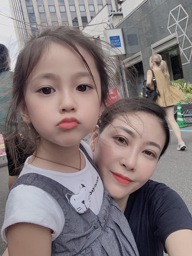 Tan chảy vì ảnh đời thường của con gái 4 tuổi Hoa hậu Hà Kiều Anh: Ngày càng xinh, dự sẽ thành tiểu mỹ nhân Vbiz - ảnh 2