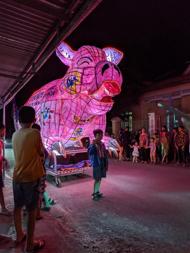Những chiếc đèn lồng siêu to khổng lồ với muôn vàn biểu cảm hài hước trong dịp Trung thu khiến nhiều người bật cười ngặt nghẽo - ảnh 3