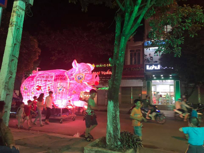 Những chiếc đèn lồng siêu to khổng lồ với muôn vàn biểu cảm hài hước trong dịp Trung thu khiến nhiều người bật cười ngặt nghẽo - ảnh 2