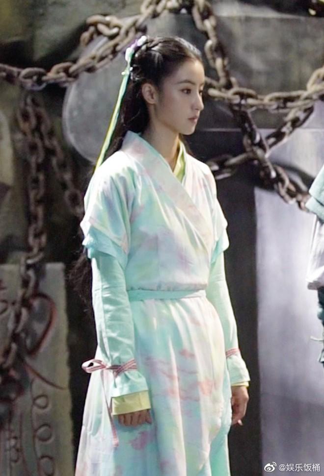 """Đóng Tiểu Long Nữ chưa xong, Mao Hiểu Tuệ lại """"cosplay"""" vai khác Lưu Diệc Phi khiến người xem không ngỏi ngỡ ngàng! - ảnh 5"""