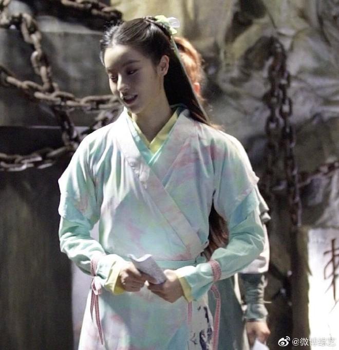 """Đóng Tiểu Long Nữ chưa xong, Mao Hiểu Tuệ lại """"cosplay"""" vai khác Lưu Diệc Phi khiến người xem không ngỏi ngỡ ngàng! - ảnh 3"""