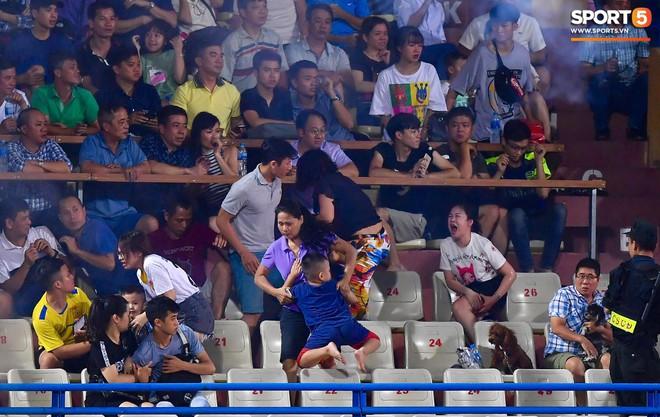 Người Nam Định xin lỗi vụ fan nữ đổ máu vì pháo hiệu trên sân Hàng Đẫy - ảnh 1
