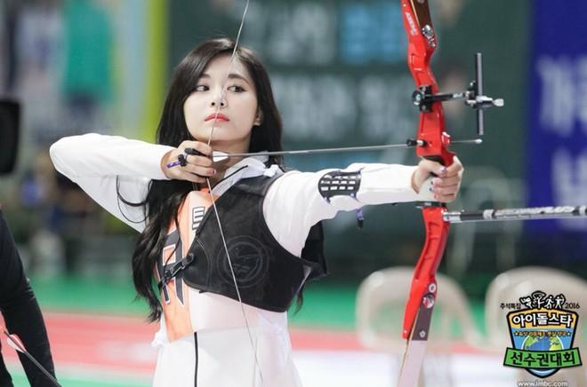 Có một mỹ nhân bỗng thành nữ thần Tết Trung Thu xứ Hàn chỉ nhờ khoảnh khắc bắn tên xuất thần tại đại hội thể thao idol - ảnh 9