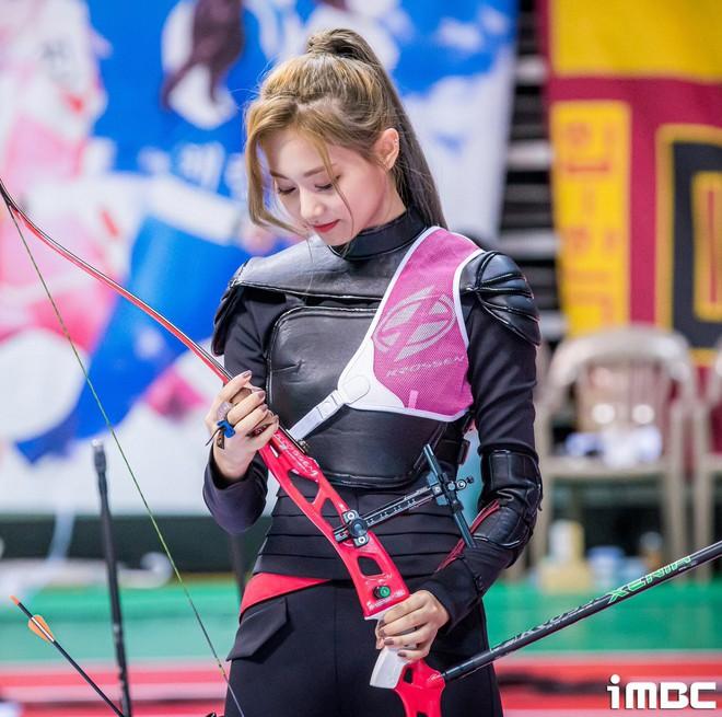 Có một mỹ nhân bỗng thành nữ thần Tết Trung Thu xứ Hàn chỉ nhờ khoảnh khắc bắn tên xuất thần tại đại hội thể thao idol - ảnh 5
