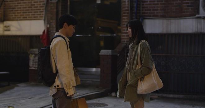 4 lý do phải ra rạp xem Lạc Hồn: Theo chân chị ma lưu lạc vạch trần góc khuất của xã hội Hàn Quốc - Ảnh 4.