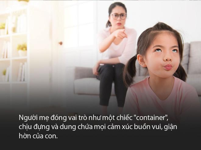 Đằng sau người mẹ hay gắt gỏng, quát mắng con là một người cha vắng mặt - ảnh 1