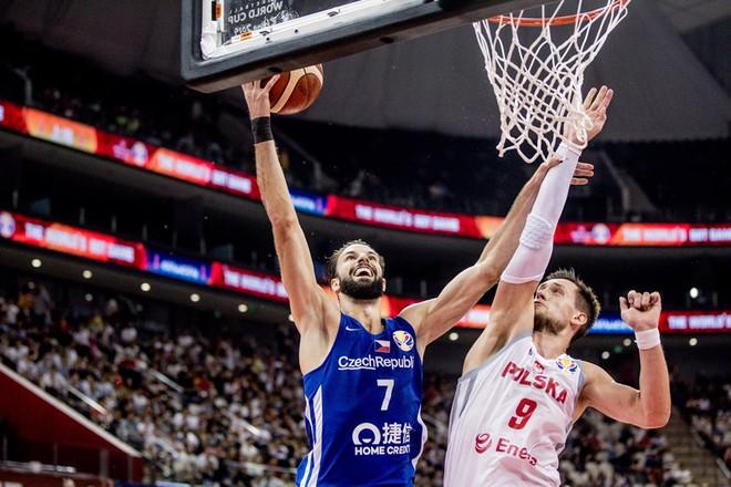 'Thả nhẹ' 13 quả 3 điểm, Cộng hòa Czech cho đối thủ hít khói tại giải bóng rổ danh giá nhất thế giới - ảnh 2