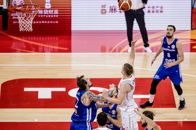 'Thả nhẹ' 13 quả 3 điểm, Cộng hòa Czech cho đối thủ hít khói tại giải bóng rổ danh giá nhất thế giới - ảnh 3