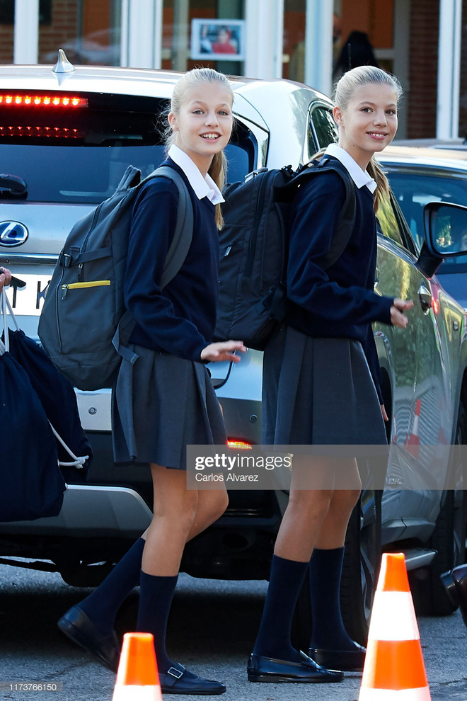2 công chúa Tây Ban Nha nổi bật với đồng phục siêu xinh lại còn khiến dân tình tan chảy bởi nhan sắc thiên thần - ảnh 4