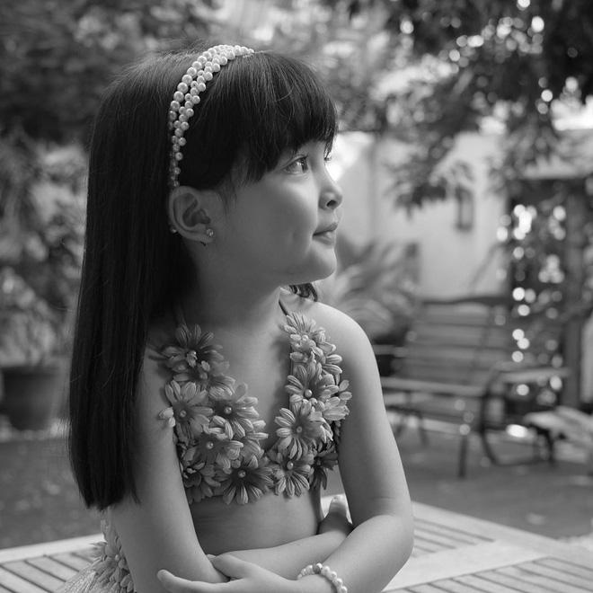 Có ai như con gái mỹ nhân đẹp nhất Philippines, diện váy Hawaii cũng gây bão mạnh vì xinh xuất sắc như công chúa - Ảnh 3.