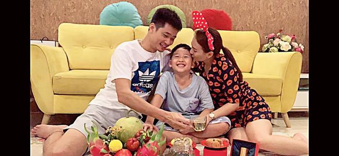 Sao Việt đêm Trung Thu: Angela Phương Trinh hóa chị Hằng vui Tết bên trẻ nghèo, Bảo Thanh, Lê Phương đoàn tụ gia đình - ảnh 6