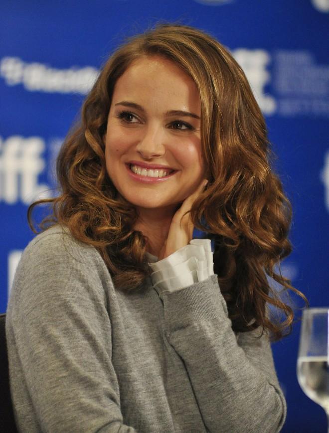 Học vấn dàn sao Hollywood: Natalie Portman tốt nghiệp xuất sắc Harvard, IQ Sharon Stone 154 nhưng chưa là gì so với nhân vật có 5 bằng ĐH này - ảnh 1